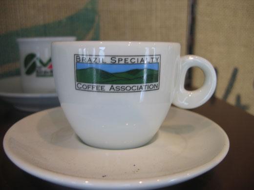 丸山珈琲 小淵沢店に展示されていたBrazil Specialty Coffee Associationのエスプレッソカップ