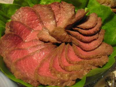 浅草今半の肉で作られたローストビーフ