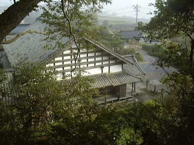 本覚寺の裏山を登る