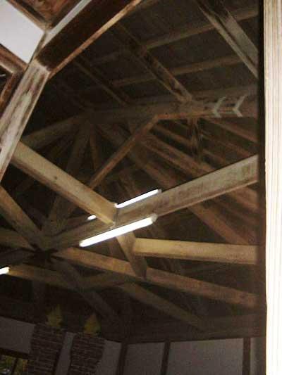 旧登米高等尋常小学校 多角形内部の梁