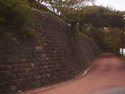 寺池城址への道