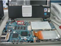マザーボードとモニターケーブルの接続部分