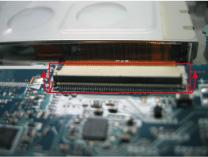 マザーボードとHDDを接続しているケーブル部分